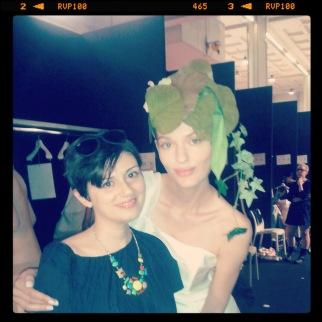 Stilista personale al backstage della sfilata della collezione 2014 di Giovanna Sbiroli presentata a Si Sposa Italia Collezioni (13)