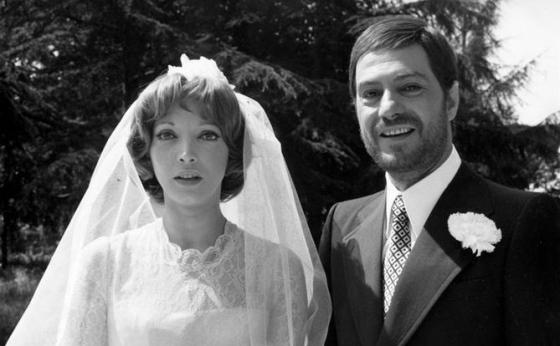 Mariangela Melato con Nino Manfredi nel film Per Grazia Ricevuta del 1971 per la regia dello stesso Manfredi