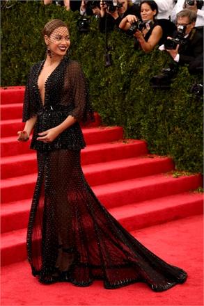 MET GALA 2014 - Beyoncé in Givenchy Couture by Riccardo Tisci, gioielli di Lorraine Schwartz